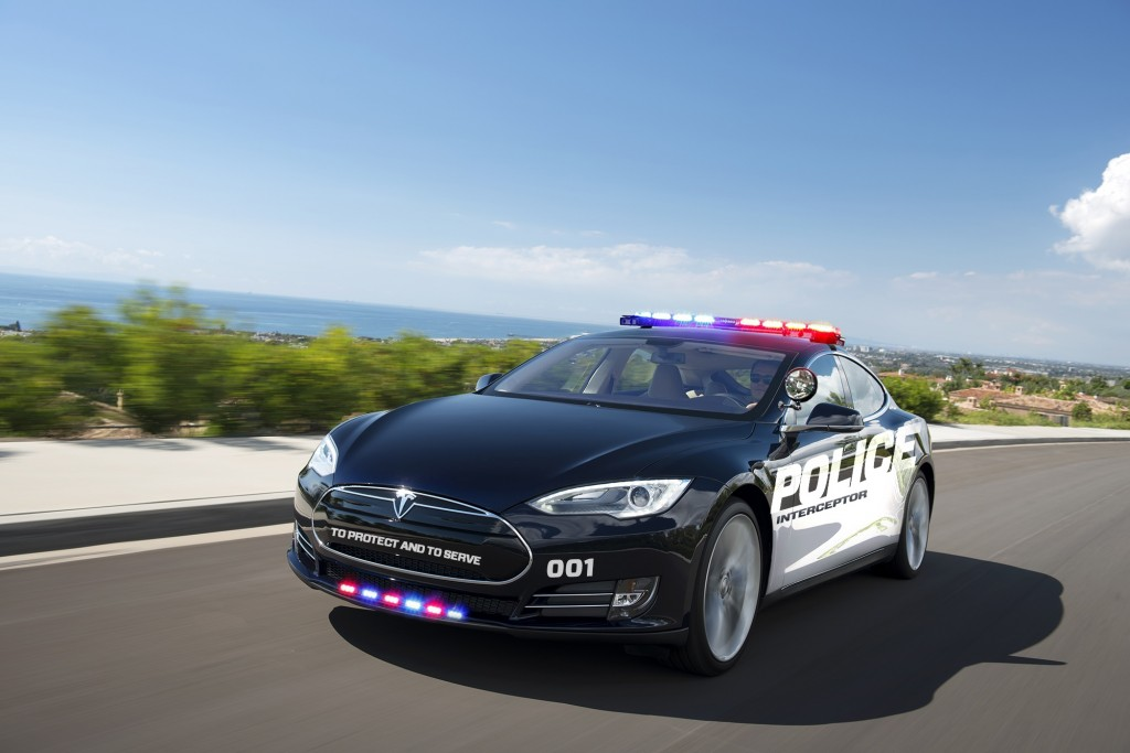 simulation tesla model-s police