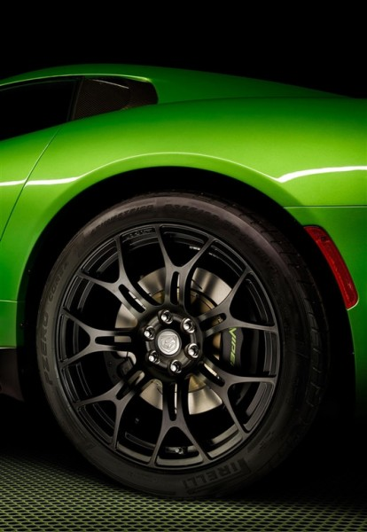 srt-viper-styker-green_2