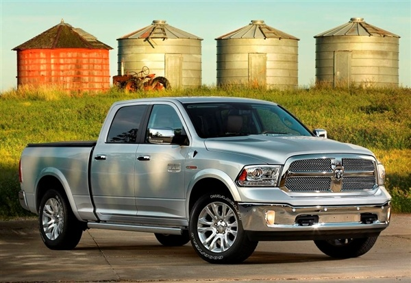 2014-Dodge-ram-1500-moteur-ecodiesel-3l-6v