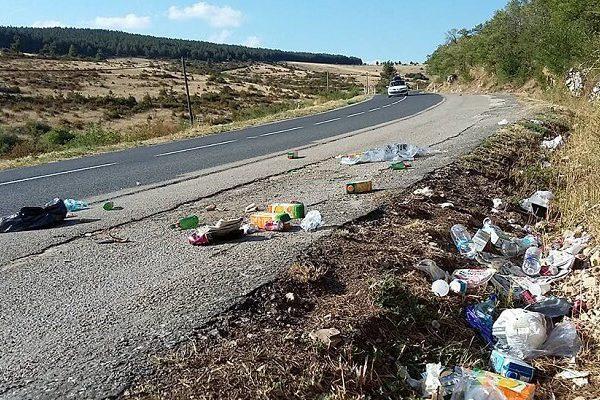 Jeter des déchets sur les autoroutes : Nous sommes nombreux à le faire!